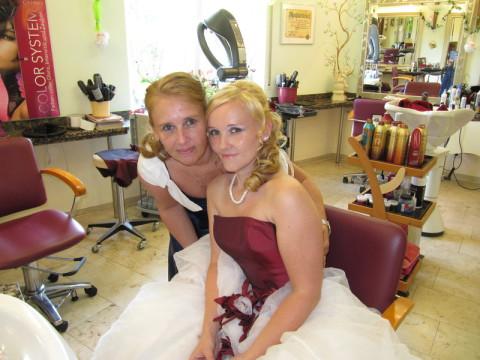 Braut Mandy Scheffler mit Schwester